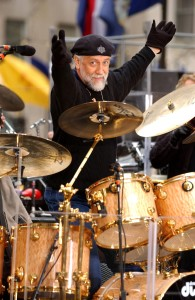 FLEETWOODMAC KRT PHOTO BY NICOLAS KHAYAT/ABACA PRESS (April 18) NEW YORK, NY -- Mick Fleetwood of Fleetwood Mac performs with the band on NBC's Today Show on Friday, April 18, 2003. (gsb) 2003